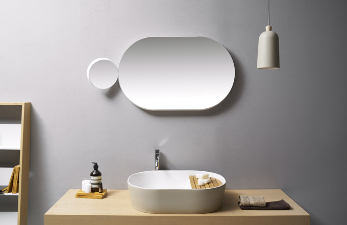 Závěsné svítidlo Fuse small (Ex.t), design Note Design Studio, IP20, keramika a jasanové dřevo, O 12 cm, výška 25 cm, cena 5 005 Kč, WWW. EX-T. COM