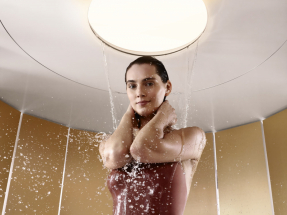 Sprcha s proudem Queen's collar vzbuzuje pocity sprchování pod přírodním vodopádem. Masíruje hlavu, ramena i oblast páteře