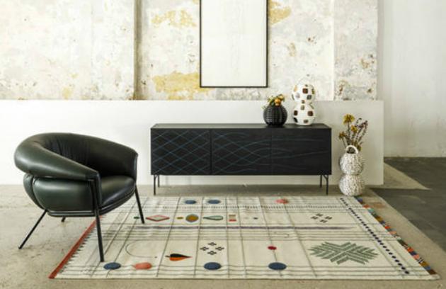 Fredrik Färg a Emma Marga Blanche několik let vyvíjeli techniku, kterou zaregistrovali pod značkou Wood TailoringTM a aktuálně ji použili při výrobě komody Couture (BD Barcelona Design).