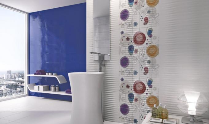 Obklady ze série Eden (UNICER), keramika, 23,5 × 58cm, modrý dekor Monaco, cena 645 Kč/m2, www.sapho.cz