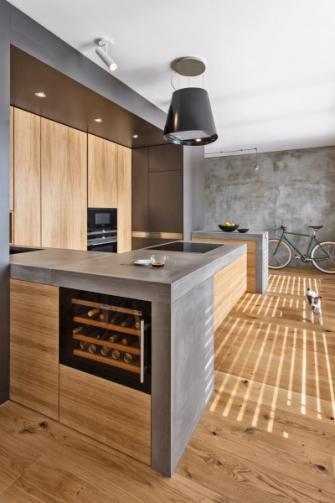 Investoři mají rádi beton, stal se proto jedním z klíčových prvků prostoru. Doplňuje ho dřevo, které celkový výraz interiéru zjemňuje