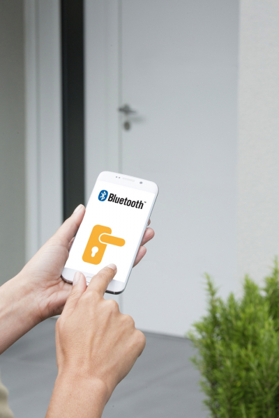 Somfy Doorlock je v neposlední řadě i vysoce kvalitním zabezpečovacím prvkem, protože jeho úroveň zabezpečení je shodná se standardy šifrování bankovních dat.