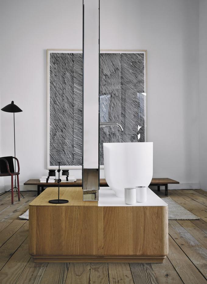 Origin (Inbani), design Seung-Yong Song, volně stojící úložná skříň s vestavěným zrcadlem určená pro umístění umyvadla z Ceramiluxu, masivní dřevo, cena na dotaz, WWW. INBANI. COM
