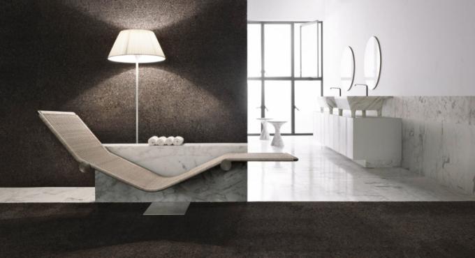 Relaxační chaise longue Vis a Vis (Kreoo), design Enzo Berti, masivní mramor, ocel povrchová úprava mat a ručně tkaný ratan, k dispozici v jednolůžkové a dvoulůžkové verzi, cena na dotaz, WWW. KREOO. COM