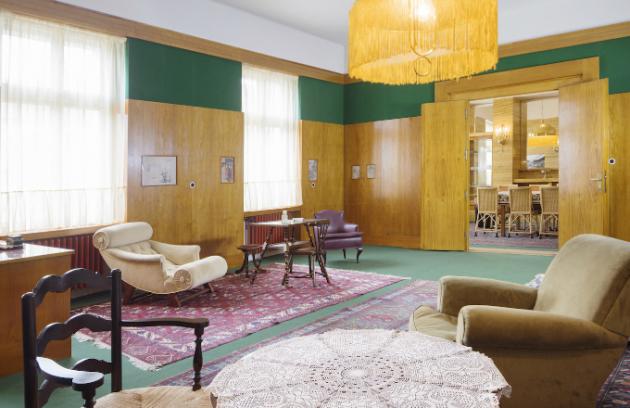 Běžně nepřístupný interiér na Klatovské 19 otevře své dveře návštěvníkům v letošním roce již jen třikrát, nejdříve to bude tuto sobotu 15. září. U příležitosti Evropského dne kulturního dědictví se budou zájemci moci zúčastnit komentovaných prohlídek domu Huga Semlera.