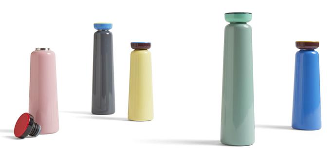 S termolahví Sowden (Hay) nebudete nikdy dehydrovaní. Vypadá totiž tak dobře, že ji budete chtít mít pořád nablízku. V zimě udrží čaj dostatečně teplý a v létě osvěží vždy studeným nápojem. Vyrobena je z nerezové oceli s plastovým šroubovacím uzávěrem v mnoha hravých barevných kombinacích, mezi kterými si každý najde tu svou. Objem 0,35 a 0,5 l, cena od 949 Kč, WWW.STOCKIST.CZ
