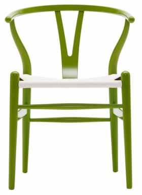Židle Wishbone CH24 (Carl Hansen & Son), masivní dřevo a papírový provaz, 55 × 51 × 75 cm, cena od 25 003 Kč, WWW.STOCKIST.CZ