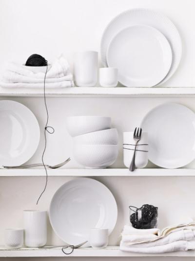 Porcelánové nádobí z kolekce Blend (Rosenthal), design Christope de la Fontaine, jemný reliéfní dekor, cena na dotaz, WWW.ROSENTHAL.DE