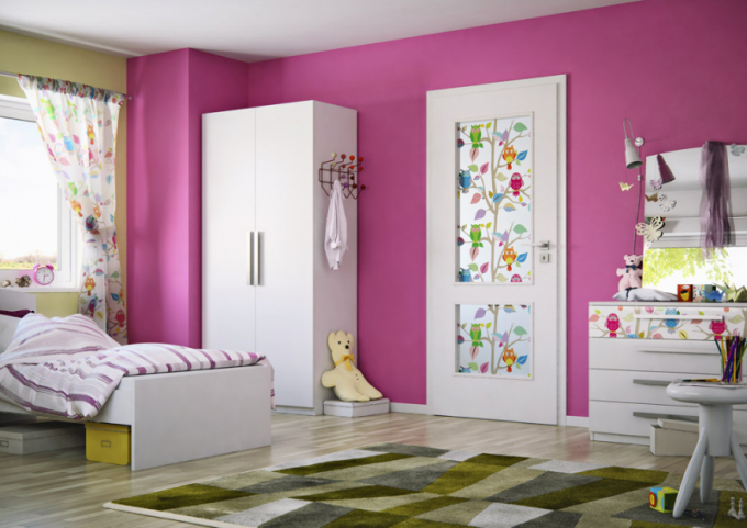 Dveře Swing 47 s dětským motivem (Sapeli), vzor 220, sklo, cena 16 565 Kč, WWW.SAPELI.CZ