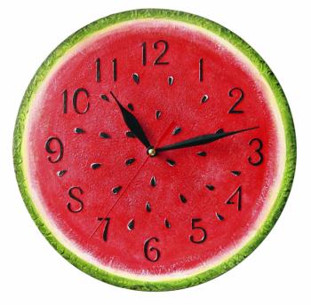 Firma ArtClock vsadila na dnes tolik oblíbené handmade výrobky a pustila do světa tyto veselé kuchyňské hodiny inspirované nejoblíbenějším ovocem – melounem. Jsou vyrobené z překližky o síle 6 mm, ručně natřené akrylovým nátěrem a uvnitř skrývají jedinečný mechanismus quartz. Na výběr máte z velikostí průměru 25 nebo 30 cm.