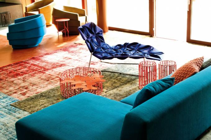 Pro někoho je zárukou pohodlí měkká lenoška, do níž zapadne jako do peřiny, jiní naopak ocení tvrdší čalouněný sedák, poskytující dostatečnou oporu. Před nákupem si vždy vyzkoušejte sedět iležet na každém kousku sedacího nábytku, který vás zaujme. Antibodi Chaise Longue (Moroso), www.chaplins.co.uk)