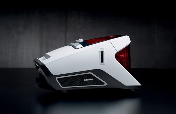 Oblíbená výroční řada Jubilee se rozrostla i o akční modely bezsáčkového vysavače - Miele Blizzard CX1 Jubilee s šetrným parketovým kartáčem Parquet Twister k prvotřídní péči o choulostivé tvrdé podlahy. Miele Blizzard je vybaven technologií Vortex pro nejlepší výsledky vysávání díky vysokému výkonu.