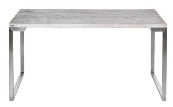 Jídelní stůl s výraznou strukturou