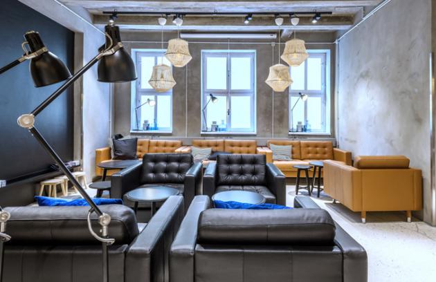 Design IKEA Point je pojatý vminimalistickém skandinávském duchu. Zákazníci zde najdou novinky vsortimentu, limitované kolekce i ikonické produkty, které však vprostředí pop-upu vystupují vnovém světle.