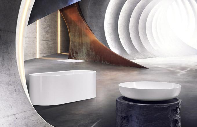 Umyvadla z řady Miena v kulatém i hranatém provedení působí odlehčeným dojmem. Kromě tradičních barev jsou v nabídce i v exkluzivních odstínech Coordinated Colours, volně stojící vana Meisterstück Classic Duo Oval usazená v bezešvém smaltovaném panelu, ultraploché sprchové vaničky NexSys umožňují snadné usazení do úrovně s podlahou