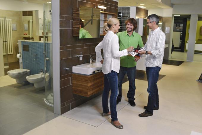Návrh nové koupelny si můžete prohlédnout v počítačovém programu, v němž lze provádět různé změny dle vašich požadavků. Ušetříte tak peníze a nervy s případnými opravami