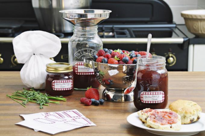 Zavařovací sklenice (Kilner), šroubovací uzávěr, 2složkové víčko s těsněním a šroubením, cena od 365 Kč, WWW. LUXURYTABLE. CZ