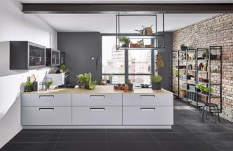 Kuchyňský koncept Integra s otevřenými regály Flex (Nolte Küchen), možnost vlastního nakonfigurování otevřených polic z lakované oceli, více o novince na WWW. KUCHYNSKESTUDIONOLTE. CZ