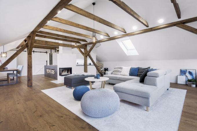 K zútulnění přispěl koberec Sterling (Breno). S dřevěným nábytkem se popasovali místní truhláři