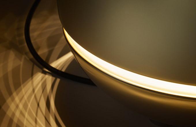 Nový počin Ludovici a Roberta Palombových zahřeje obdivovatele slavné tvůrčí dvojice nejen u srdce. Eve (Tubes) je objekt poskytující teplo a světlo, dva zásadní prvky potřebné pro rovnováhu těla a mysli. Jeho mobilita zaručuje možnost vytvořit si potřebnou atmosféru snadno a rychle nejen v rámci domova. Radiátor je součástí aktuálního konceptu výrobce, jehož cílem je překročení statické povahy architektury a otevření se lidskému rozměru, který se odráží v nepřetržitém pohybu. www.tubesradiatori.com