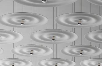 Svítidlo W171 Alma (Wästberg) tvoří kruhy měkkých vln jemně rozptylujících světlo vycházející ze středu.