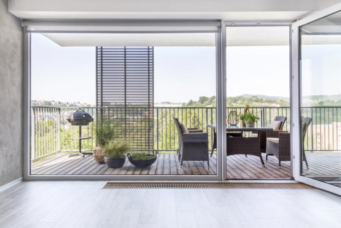 K příjemnému pobytu na terase přispívá pohyblivý slunolam
