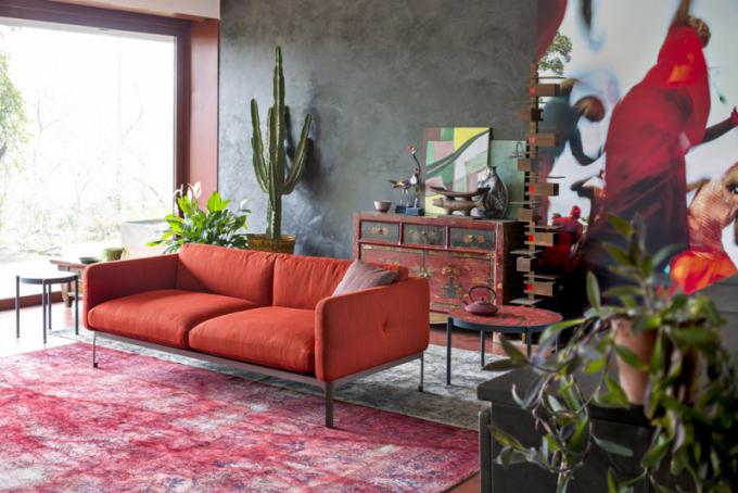Pohovka Casa Modernista (Moroso), design Nipa Doshi & Jonathan Levien, polyuretan a polyester na dřevěném rámu, orientační cena 173 000 Kč, WWW. KONSEPTI. COM
