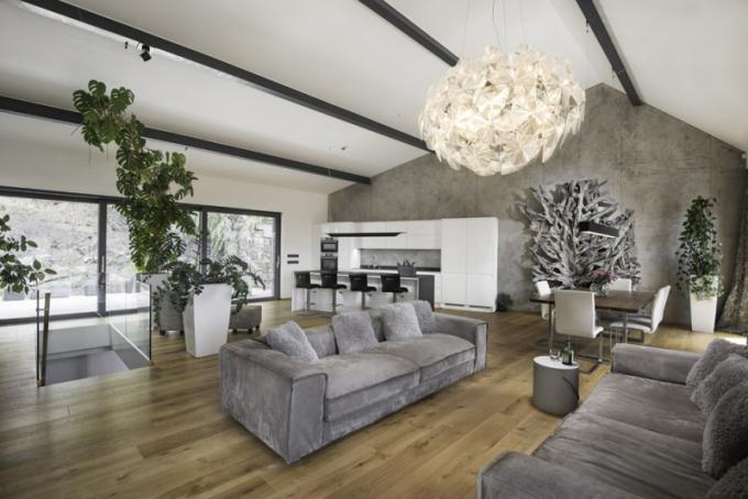 Dojem chladného nadčasového betonu navozuje také luxusní povrch Imitace betonu®, který je šitý na míru dynamickým, moderním a zajímavým interiérům, ale i exteriérům.