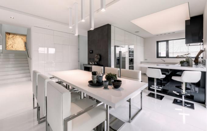 HANÁK nábytek realizace - luxusní kuchyň