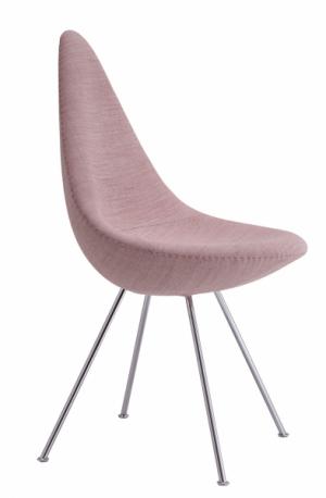 Židle Drop (Republic of Fritz Hansen), design Arne Jacobsen, plastová skořepina, chromované podnoží, cena podle barvy a materiálu od 9 385 Kč, WWW.STOCKIST.CZ