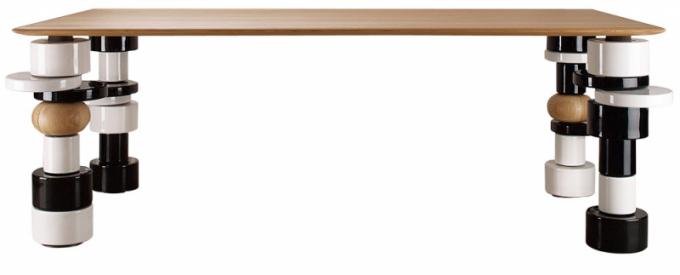 Jídelní stůl Superstarr (India Mahdavi), design India Mahdavi, základna z glazované keramiky, dubová deska, 73 × 210 × 100 cm, cena na dotaz, WWW. INDIA-MAHDAVI. COM