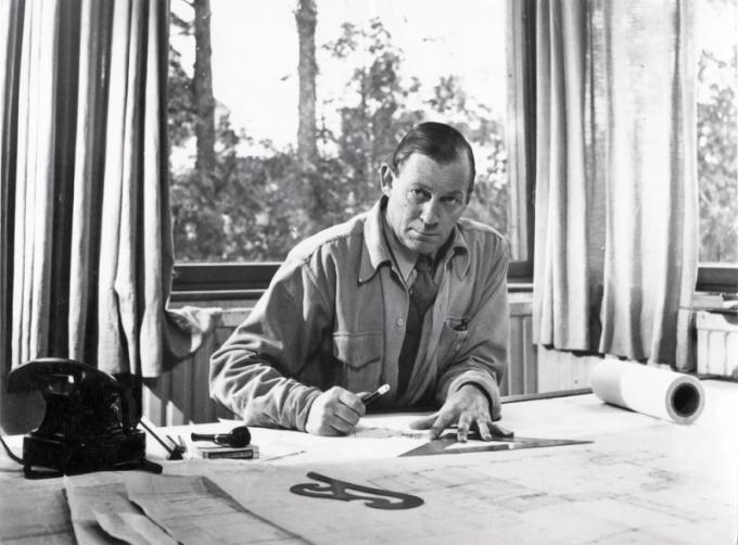 ALVAR AALTO (1898–1976)  Finský architekt a designér vystudoval umění na klasickém lyceu a později architekturu na Polytechnické univerzitě v Helsinkách