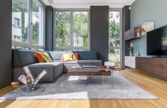 Dokonale nakombinovaná barevnost nábytku, která je charakteristická pro italského výrobce Lago, je doplněna o textilní doplňky, které interiéru dodávají tolik důležitý moment útulnosti, ale také akustickou a tepelnou izolaci