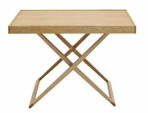 Skládací stolek MK98860 (Carl Hansen and Son), design Mogens Koch, dub nebo ořech s olejovanou povrchovou úpravou, výšku lze nastavit na 35 a 46,5 cm, cena od 25 274 Kč, WWW. STOCKIST. CZ