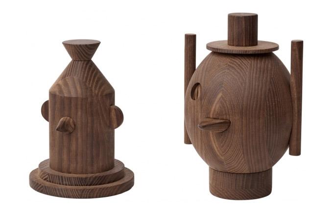 Autor skulptur GEO (Republic of Fritz Hansen), designér Jamie Hayon, je známý hravostí, kterou vnáší do všeho, co vytváří, a to bez ohledu zdali jde o design nábytku, či malé dekorativní předměty. Plastiky GEO #1 a #2 jsou okouzlující interpretací kreseb z dílny designéra a obě si nesou vlastní příběh. Jsou vyrobeny z tepelně zpracovaného jasanového dřeva, Geo #1 k dostání za cca 4 250 Kč a Geo #2 za cca 4 800 Kč, více na WWW.FRITZHANSEN.COM