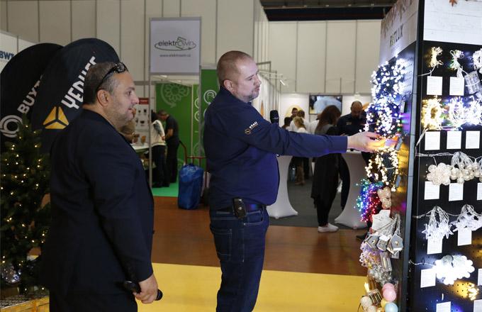 Další vlastní značka RETLUX oslnila návštěvníky portfoliem vánočních svítících ozdob a dekorací a nadchla kutily a zahrádkáře novými organizéry, které se na trhu objeví začátkem roku 2019.