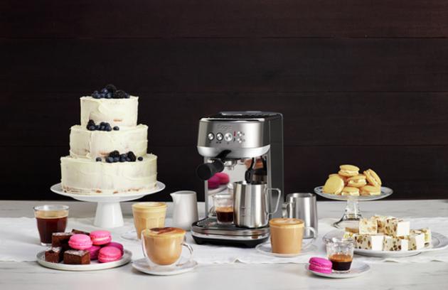 Pákový kávovar Bambino Plus Sage SES500 je navržen tak, aby splňoval všechny prvky potřebné pro přípravu výborné kávy