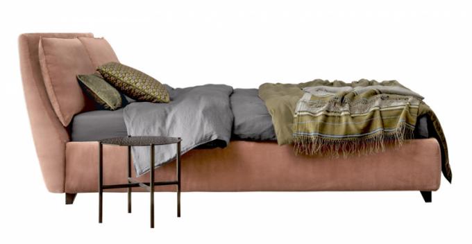Celočalouněná postel Attico (Twils), design Emporio Camaleo, výběr čalounění, 180 × 96 × 236 cm, cena cca 93 670 Kč, WWW. MILIASHOP. COM