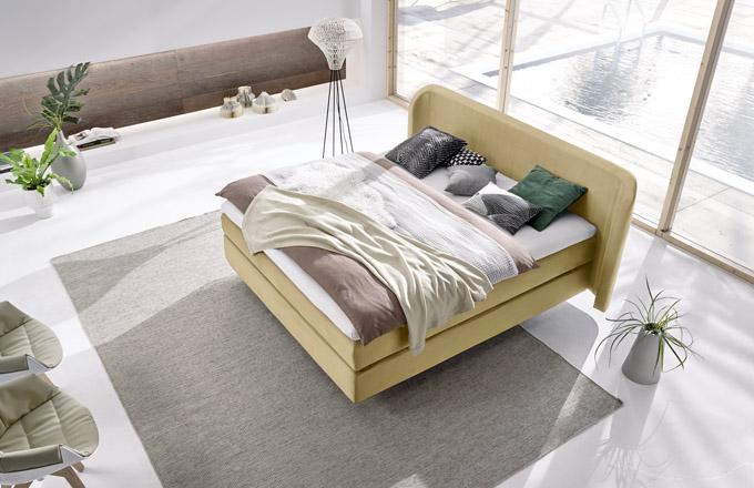 Boxspringová postel Hülsta 440 (Hülsta), vhodná i pro umístění do prostoru, cena od 110 022 Kč, WWW. HOMESTYLE. CZ