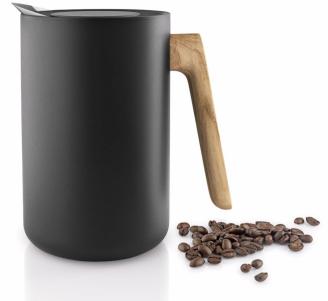 Termoska Nordic s dřevěnou rukojetí (Eva Solo), kvalitní plast, nerezová ocel, dubové dřevo napuštěné olejem, objem 1 l, cena 2 699 Kč, WWW.ELARTE.CZ