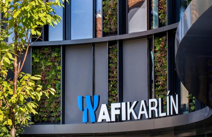Vytvoření rozsáhlé vertikální zahrady na fasádě unikátní budovy AFI Karlín bylo vnašich klimatických podmínkách velkou výzvou.