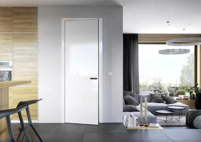 Otočné dveře z kolekce Elegant (Sapeli), bílý lak, bezfalcové provedení s černou hliníkovou hranou, cena od 5 028 Kč, WWW. SAPELI. CZ