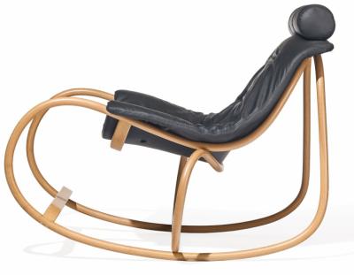 Houpací křeslo Wave (TON), design Michal Riabič, redesign křesla Dondolo, bukové dřevo akůže, 60 × 99,5 × 48cm, cena 64860Kč, www.ton.eu