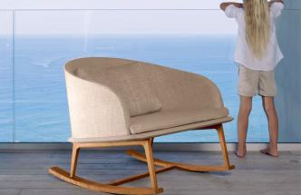 Houpací křeslo zkolekce Cleo Teak (Talenti), design Marco Acerbis, teakové dřevo, pěnová výplň, textilie, 90 × 73 × 80cm, cena nadotaz,  www.talentisrl.com