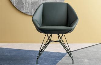 Křeslo Stone, (Bonaldo), design Fabrice Berrux, lakovaný kov vevíce barvách, polyuretan, kůže iekokůže, 59 × 80 × 59cm, cena od21870Kč,  www.puntodesign.cz