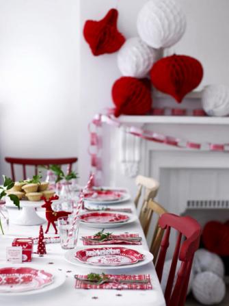 Sada papírových dekorací Pom Pom značky Talking Tables,  www.bonami.cz
