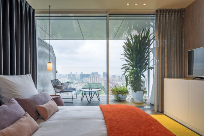 Součástí bytu jsou balkony. Zastřešení umožňuje jejich využití zakaždého počasí
