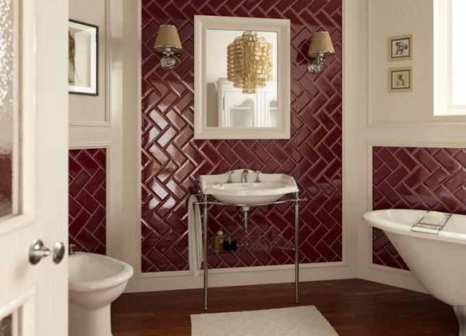Koupelny v bohémském stylu nacházejí podobně jako módní kousky inspiraci v Americe – v generaci 60. let minulého století, která žila volnomyšlenkářským, nekonvenčním a nespoutaným stylem života. V interiérech se boho styl vyznačuje především úsilím míchat vzory a barvy obkladů, dlažeb i doplňků.