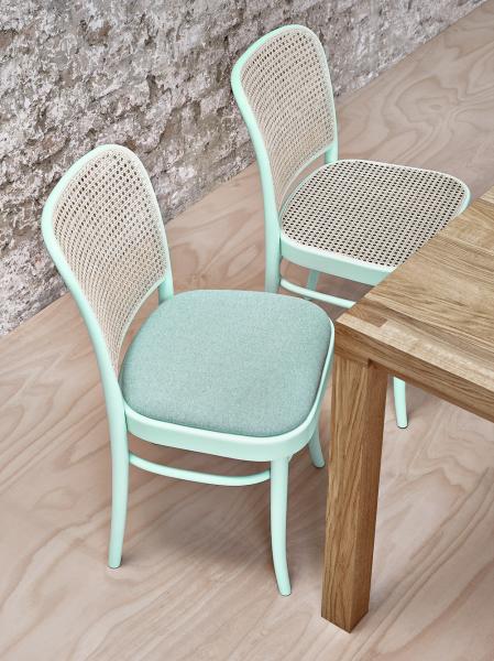 První židle zřady 811 (TON) byla vyrobená vroce 1930, vnabídce je varianta svýpletem nebo sčalouněním, cena 6670Kč, www.ton.cz