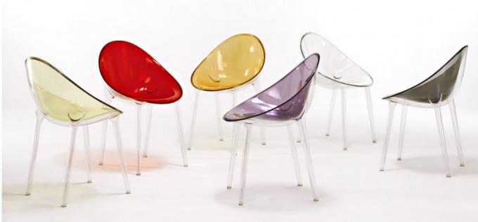 Židle Mr.Impossible (Kartell), polykarbonátová barevná skořepina a čiré nohy, design Philippe Starck, cena 9 360 Kč, www.kartellshop.cz